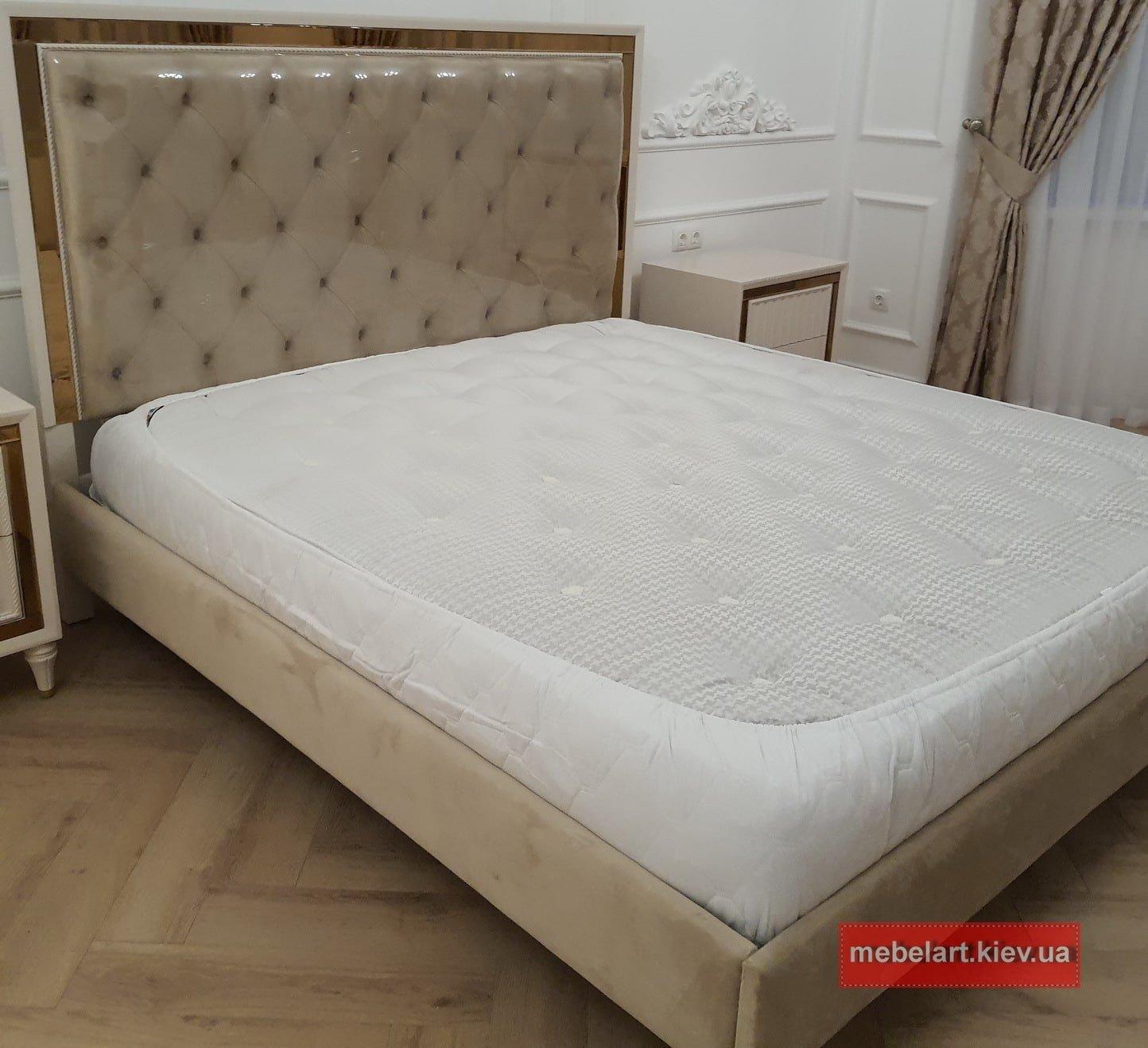 кровать с резбой по дереву на заказ