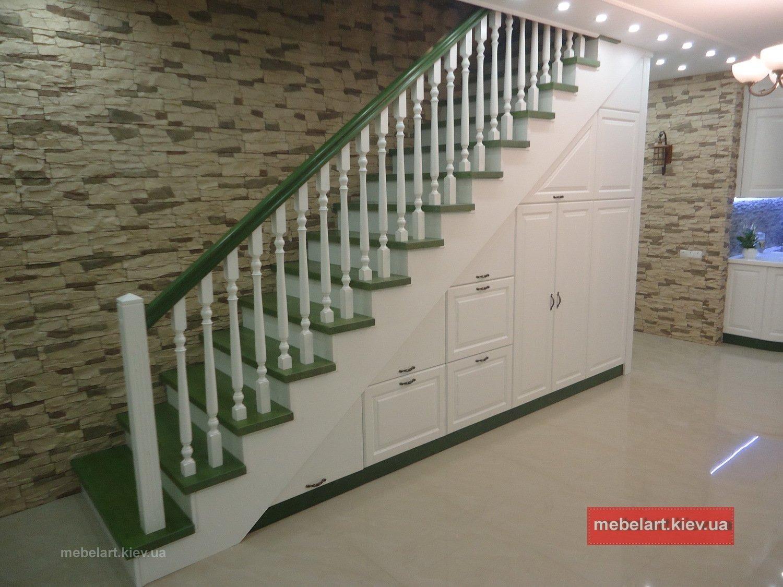 деревянный шкаф под лестницу