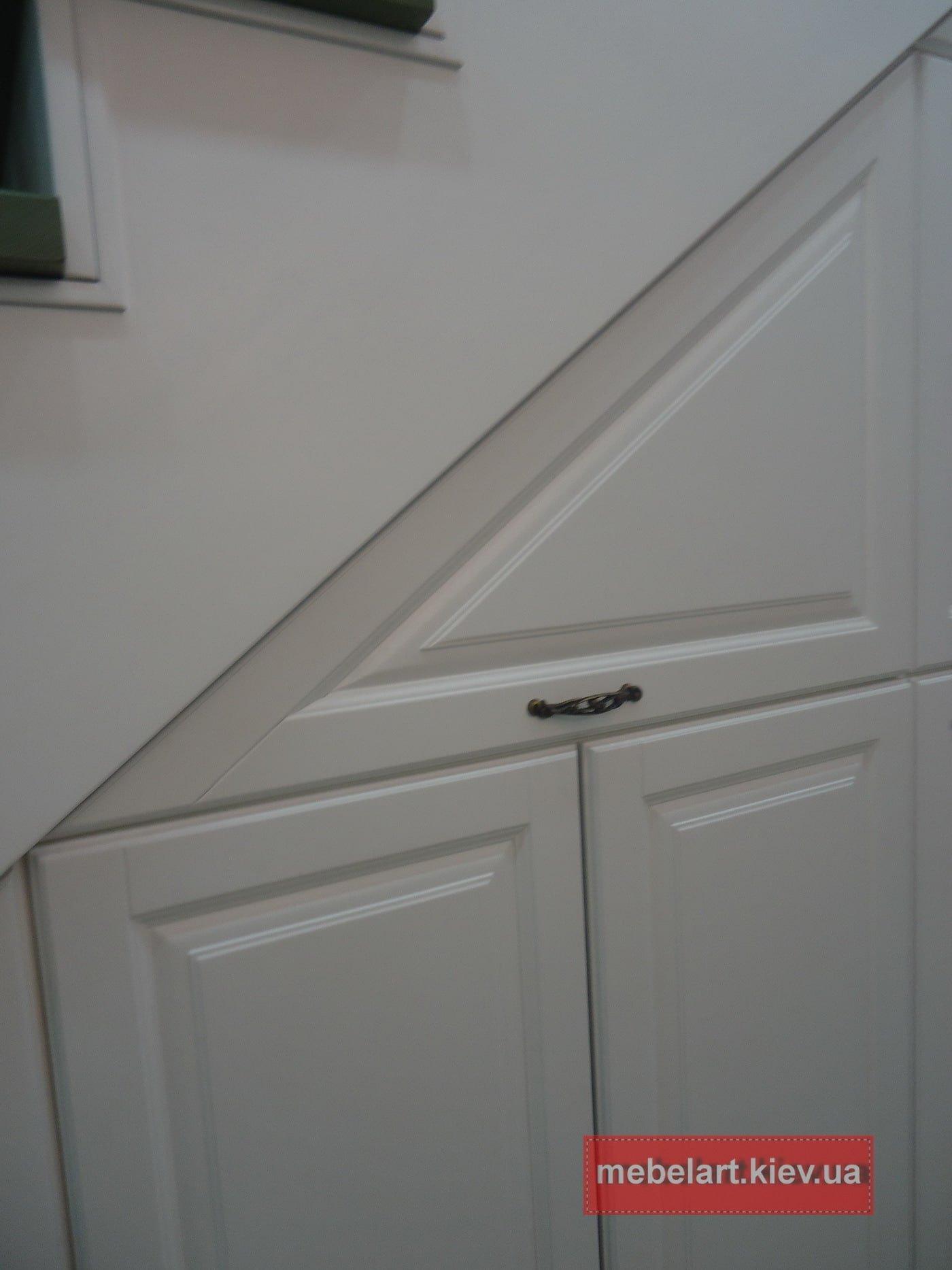 платиной шкаф под лестницу