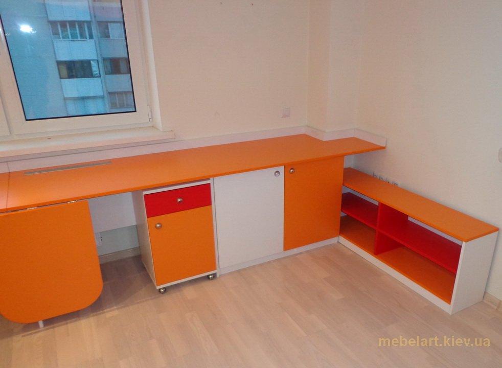 заказной детский угловой стол