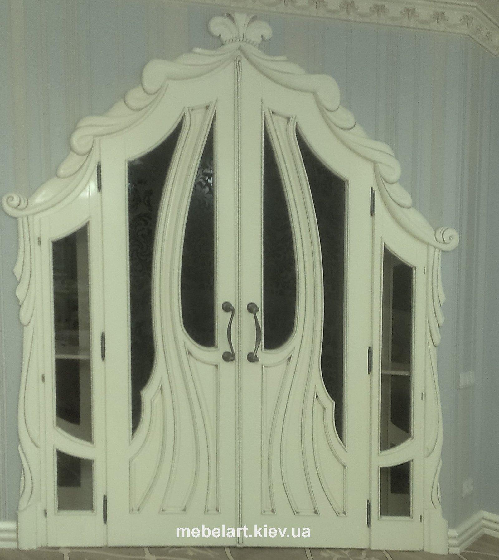 Двери с художественной резьбой