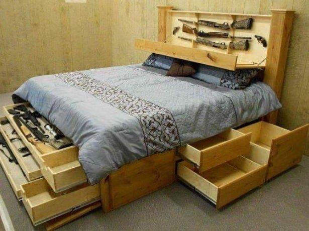 кровать со скрытыми отделениями для оружия