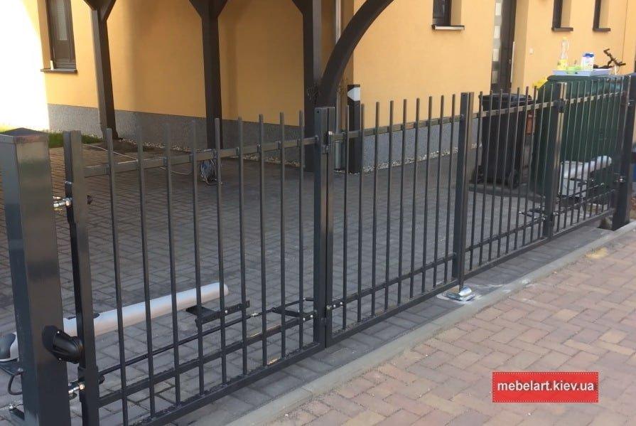 решотчетые ворота из металла фото