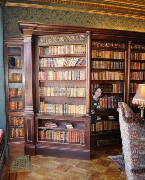 скрытая комната в библиотеке