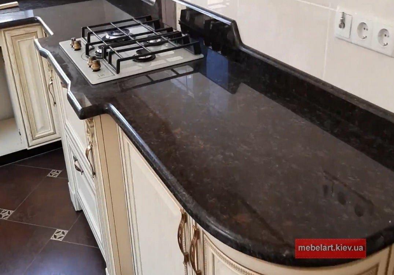 угловая кухонная столешница из кварца