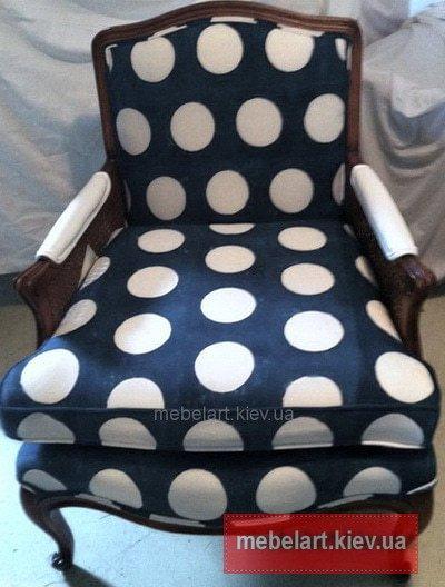 синее кресло скругами