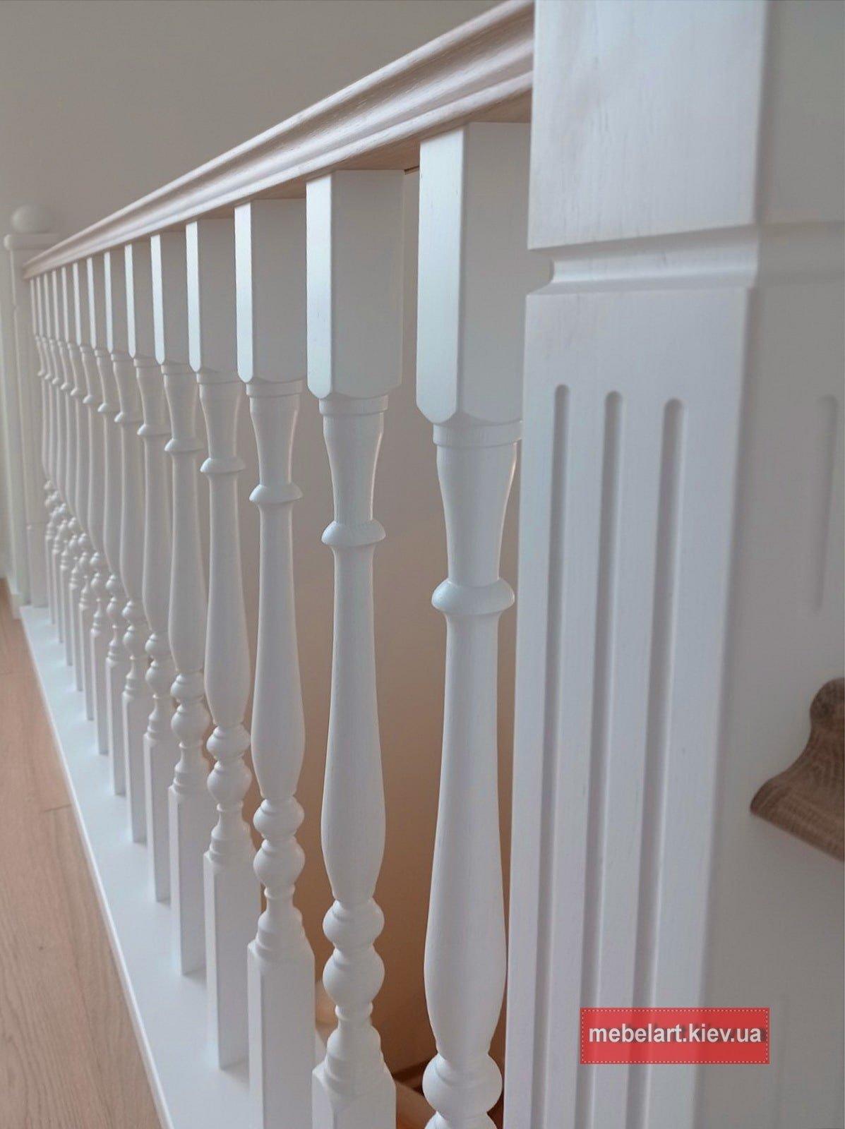 изготовление деревянной лестниці на заказ Козин