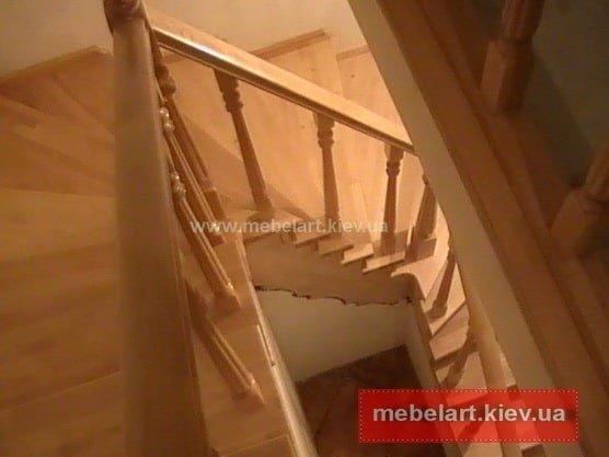 изготовление деревянной лестницы на заказ