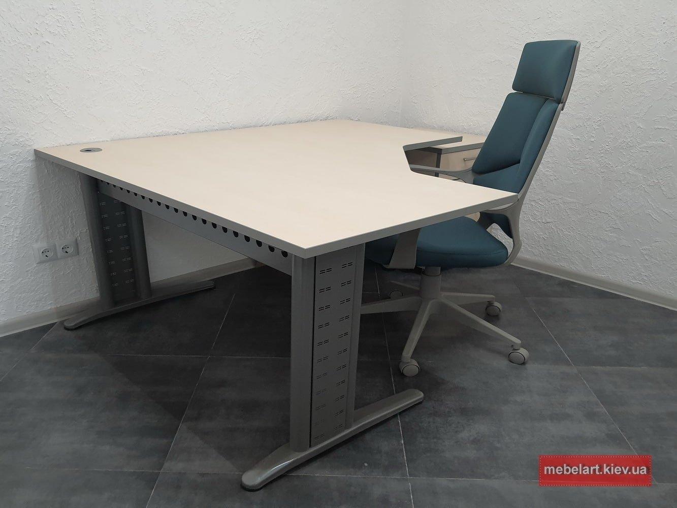 офисной стол преиу класса с металлической базой
