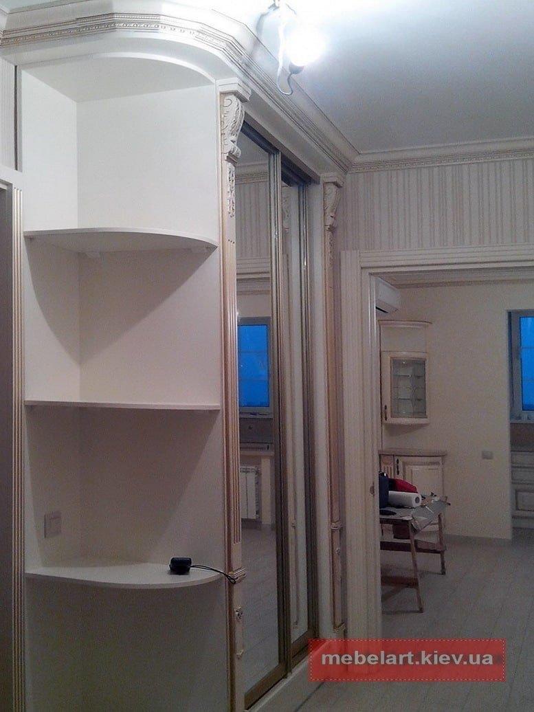 шкаф в декором в коридор