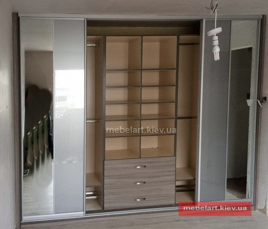 развижные двери в шкафу