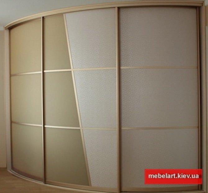 Трехдверный радиусный шкаф