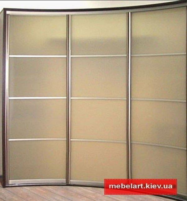 Three-door radial cabinet