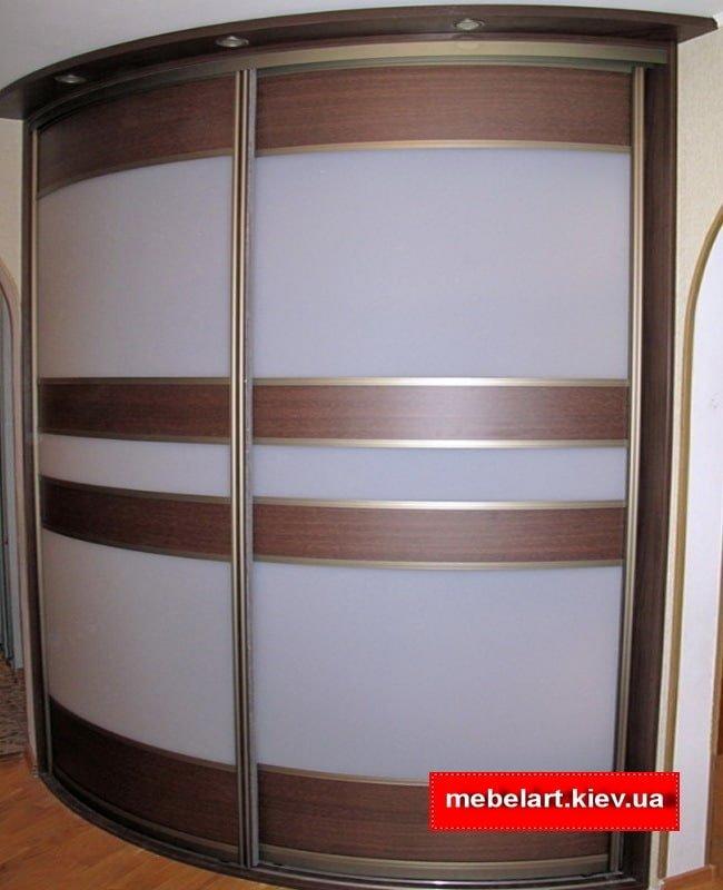 Radius cabinet with illumination