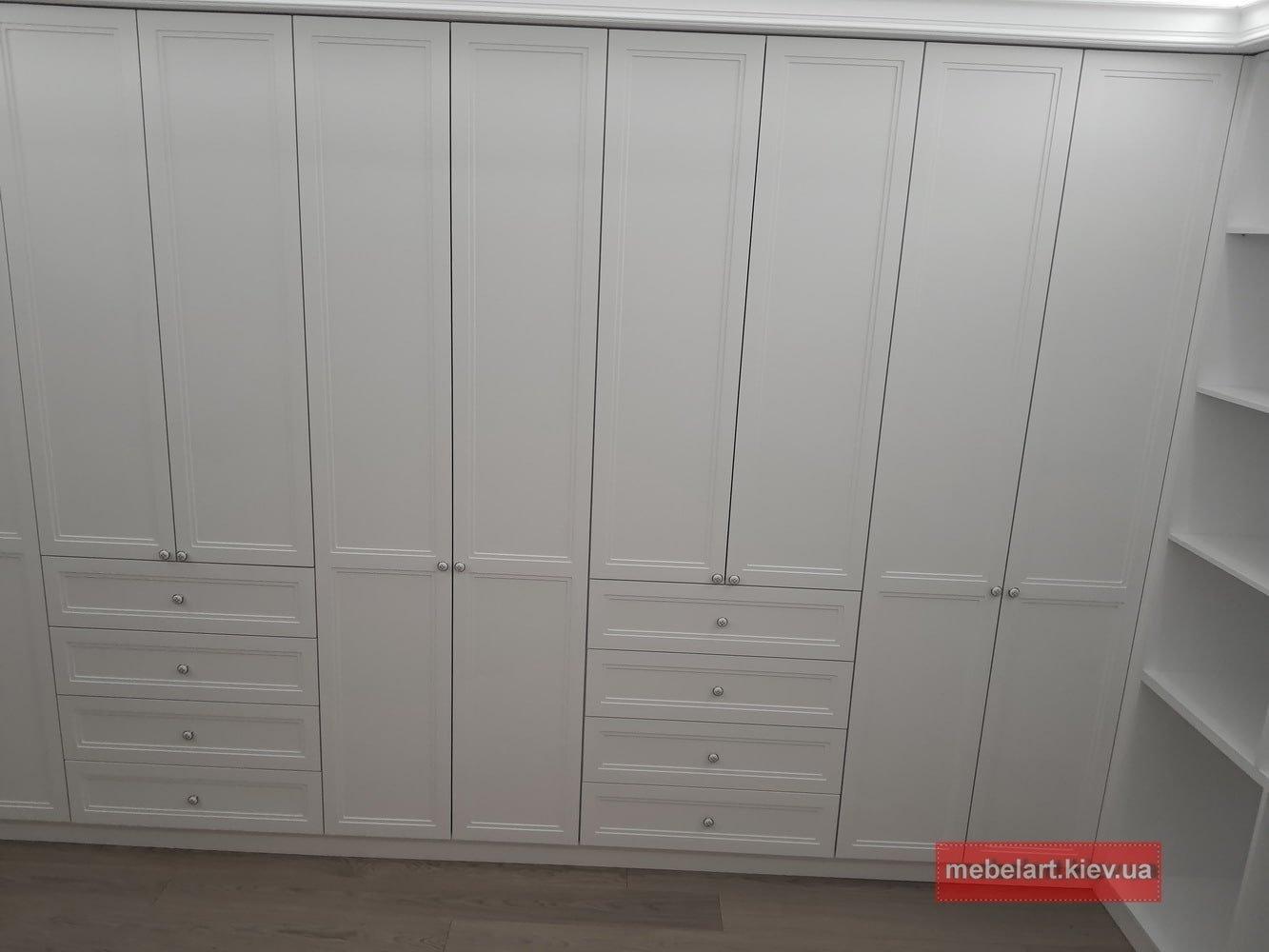 высокий шкаф  в гардеробную