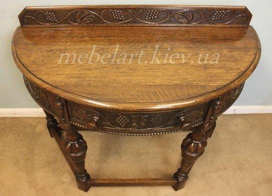 столик из дерева с   резьбой