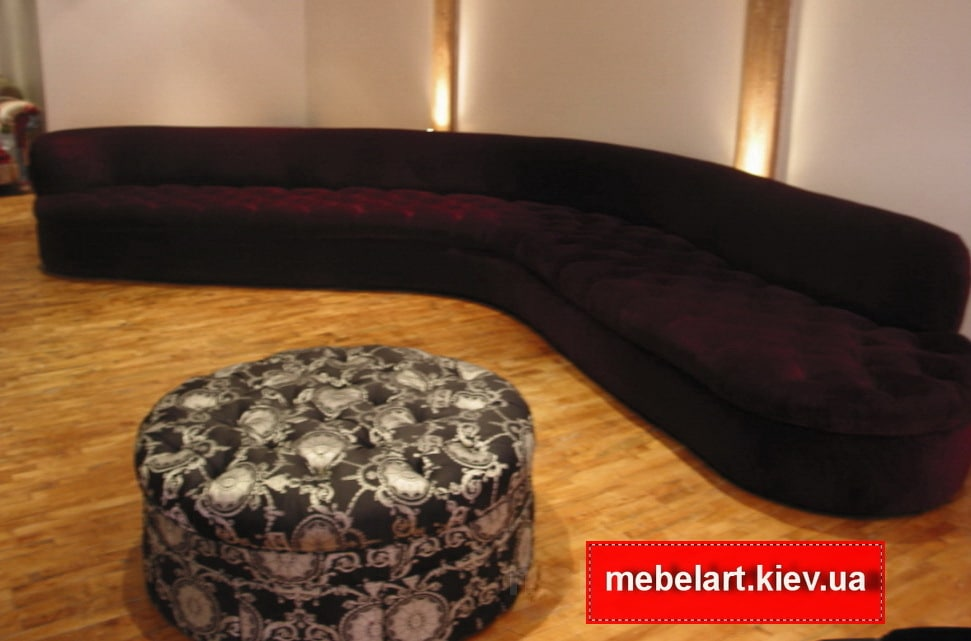 темно красный диван