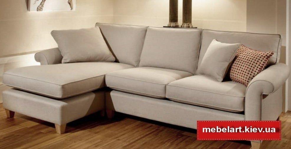 белый угловой диван с подушками