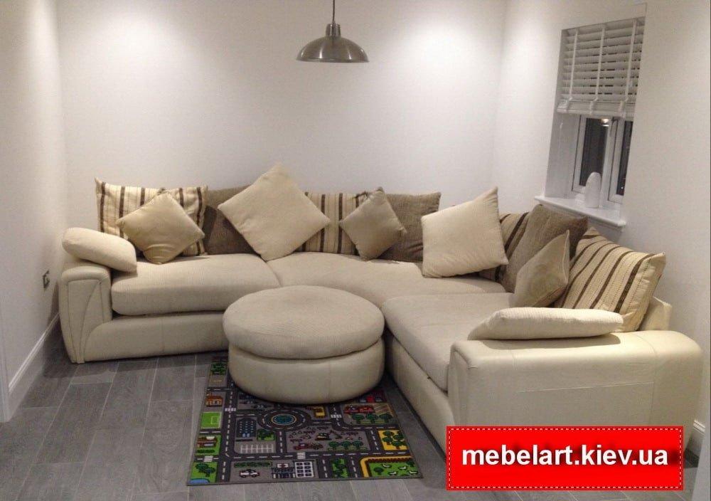 угловой диван с пуфиком