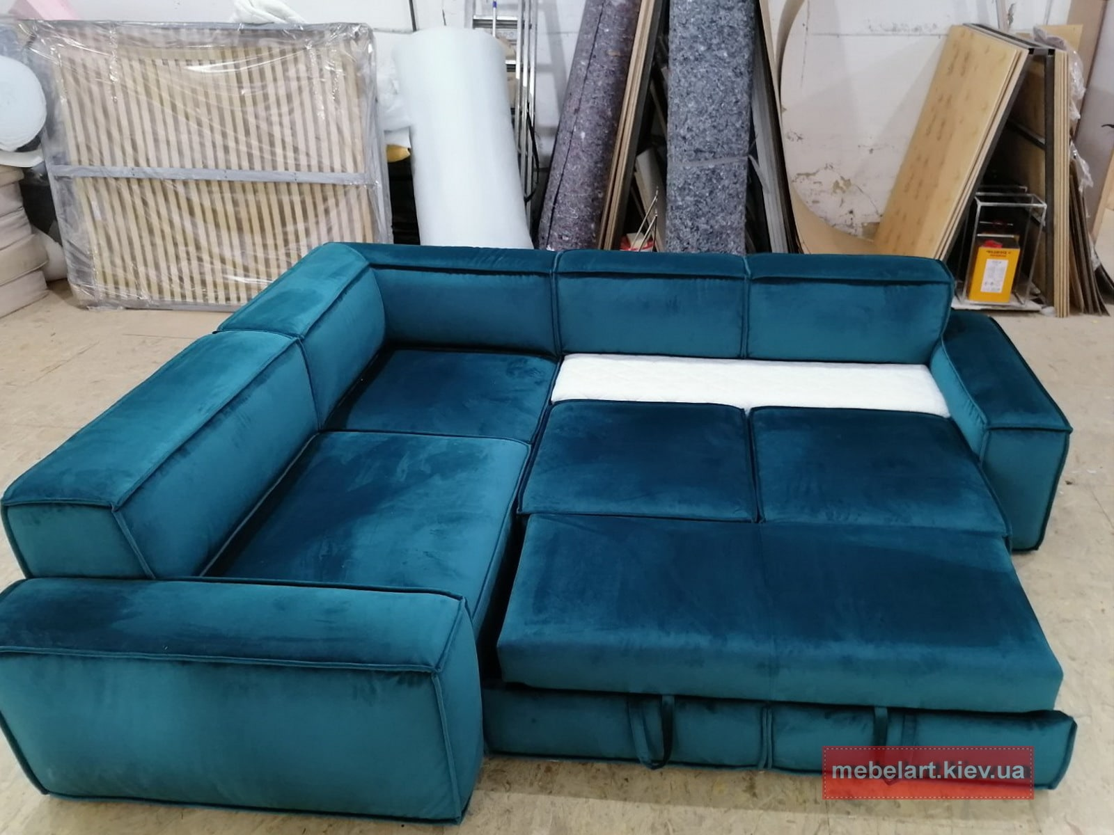 синий диван угловой ракладной на заказ в гостинную