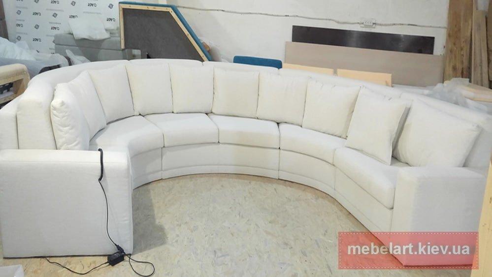 белый радиусный диван