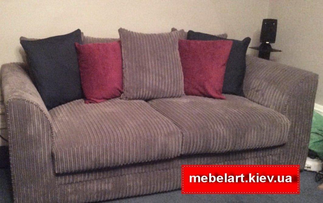 диван с подушками разноцветными
