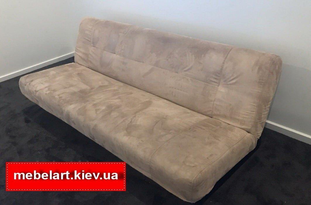 синий диван в точечку