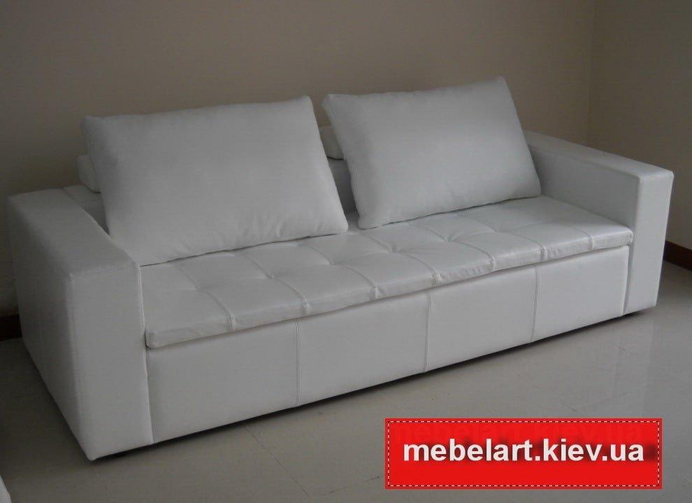 беблый диван с подушками