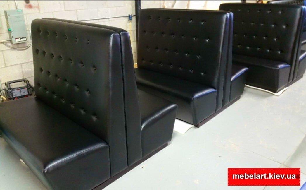 черные прямые диваны для кафе на заказ