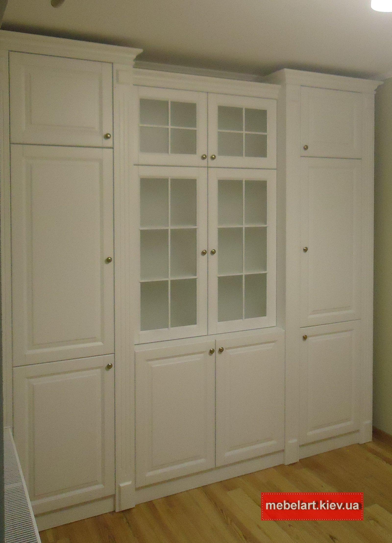 деревянный шкаф в гостинную на заказ Киев