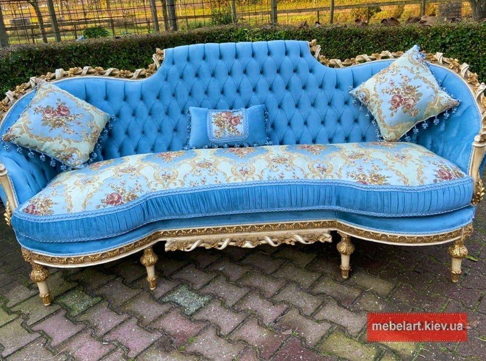 позалоченная мягкая мебель барокко