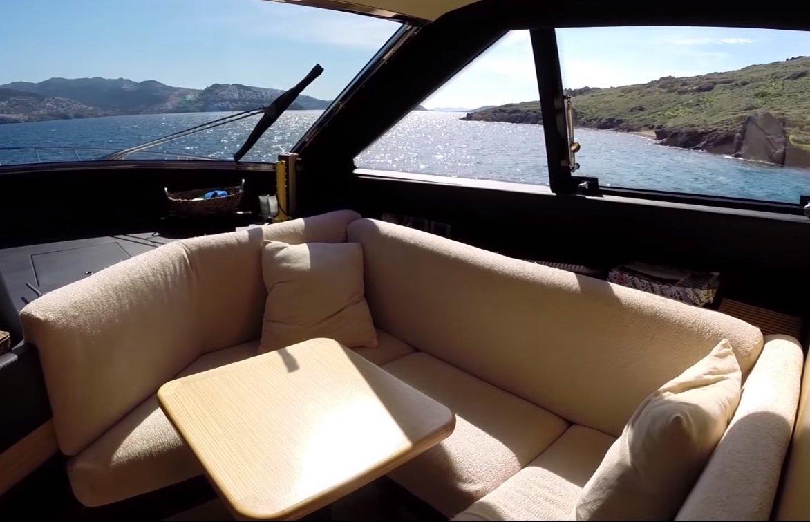 перетяжка сидений диванов катера