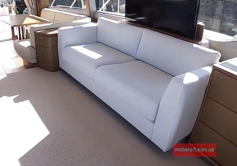 диван из непромакаемой ткани для катера