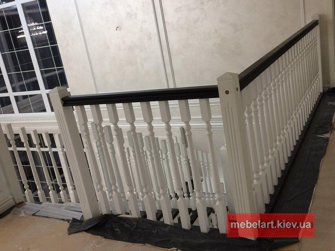 изготовление деревянной лестницы под заказ