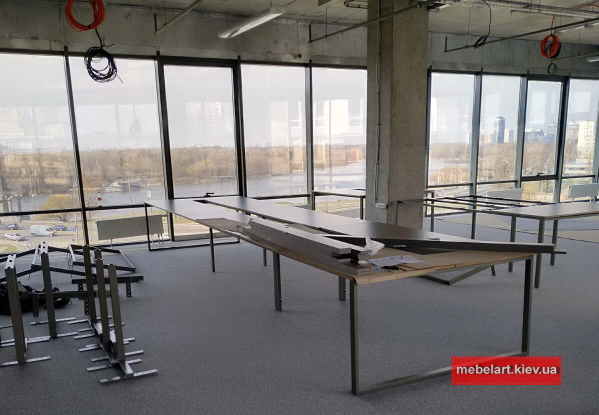 длинный стол в переговорную на заказ