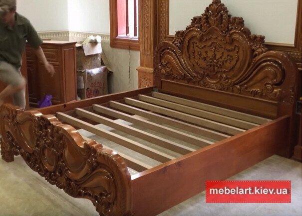 деревянная кровать с резьбой на заказ