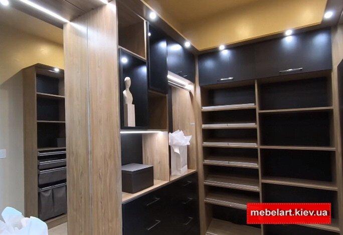 современный гардеробный шкаф