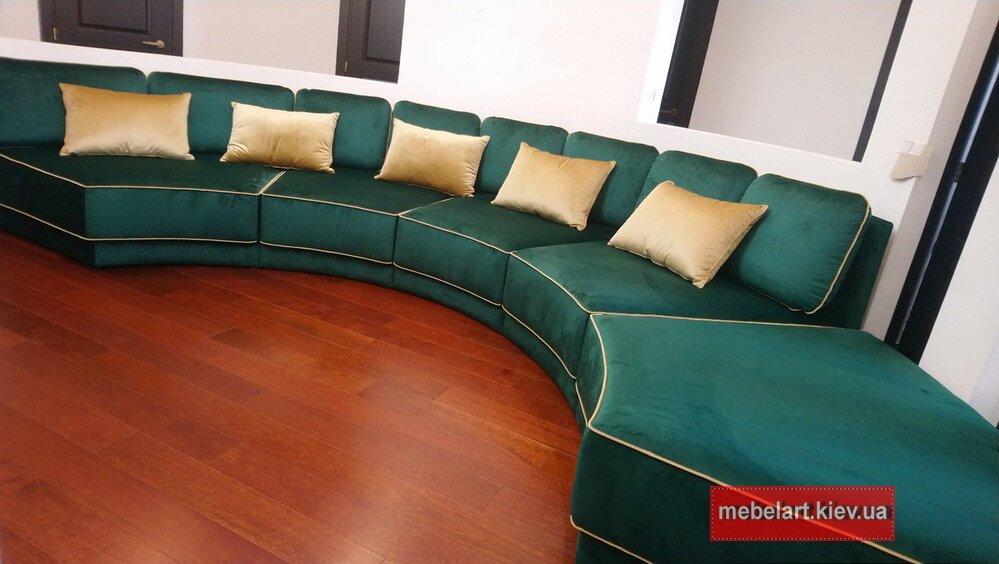 угловой зеленый модульный диван с подушками