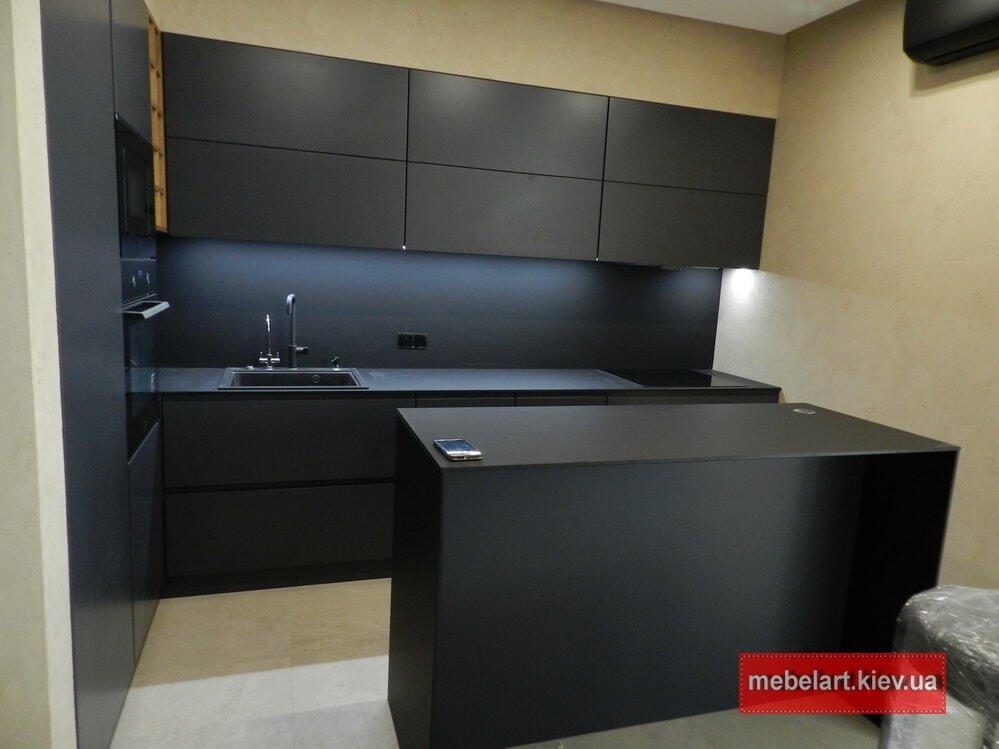 островная кухня черная