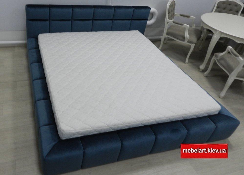 синяя кровать с мягки изголовьем Прикарпатье