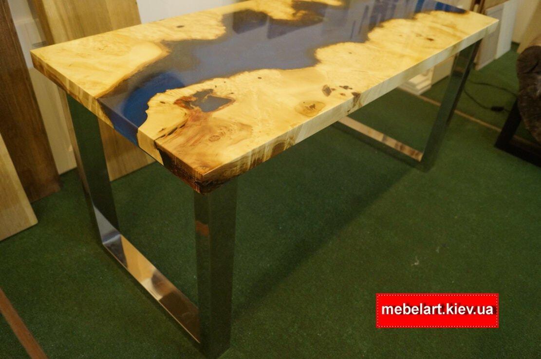 журнальный столик из натуралного дерева с металлическими ножками