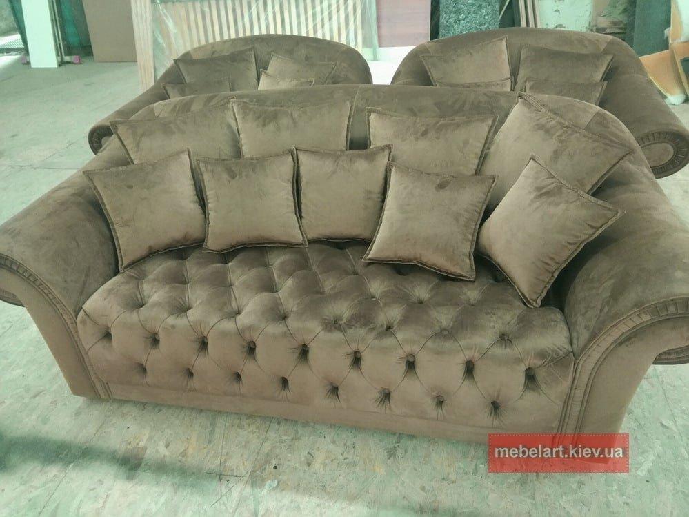 роскошный диван с креслами с каретной стяжкой