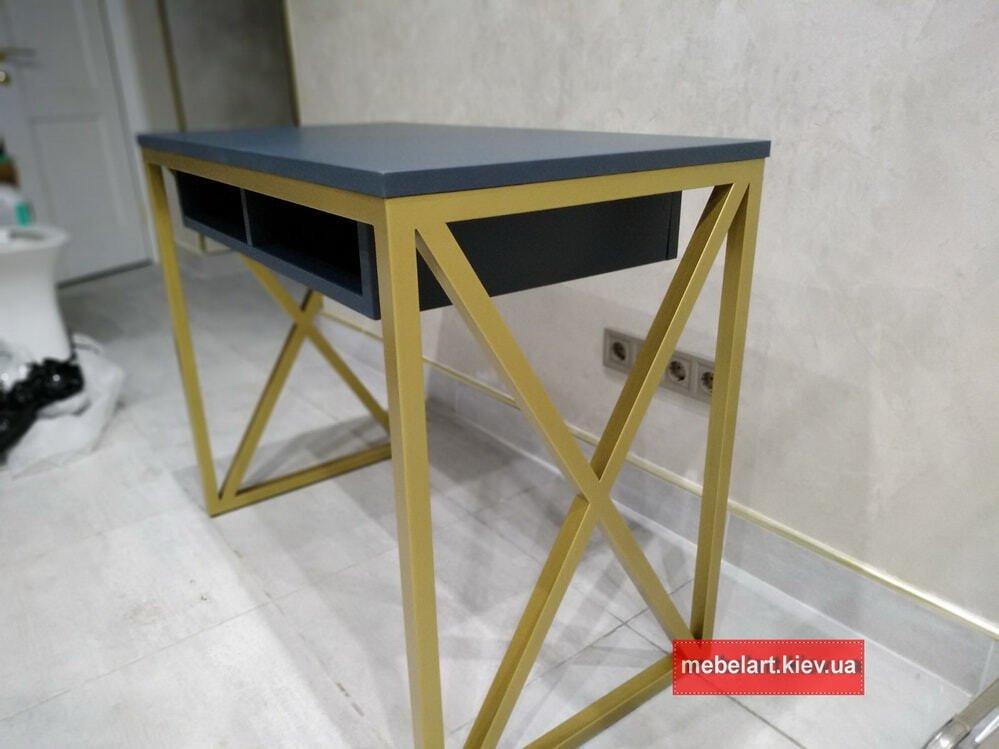 стол в стиле лофт с металлической базе из нержавейки