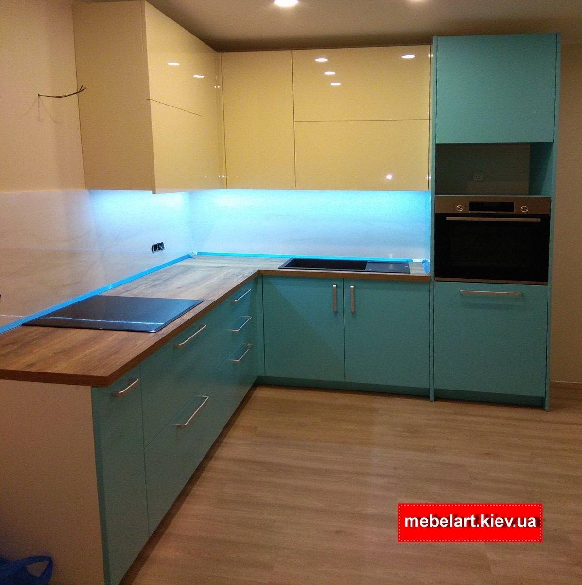 кухня зеленого цвета МДФ