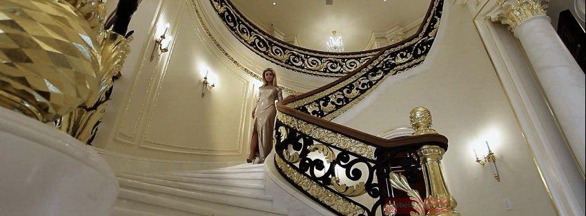 раскошная лестница на второй этаж