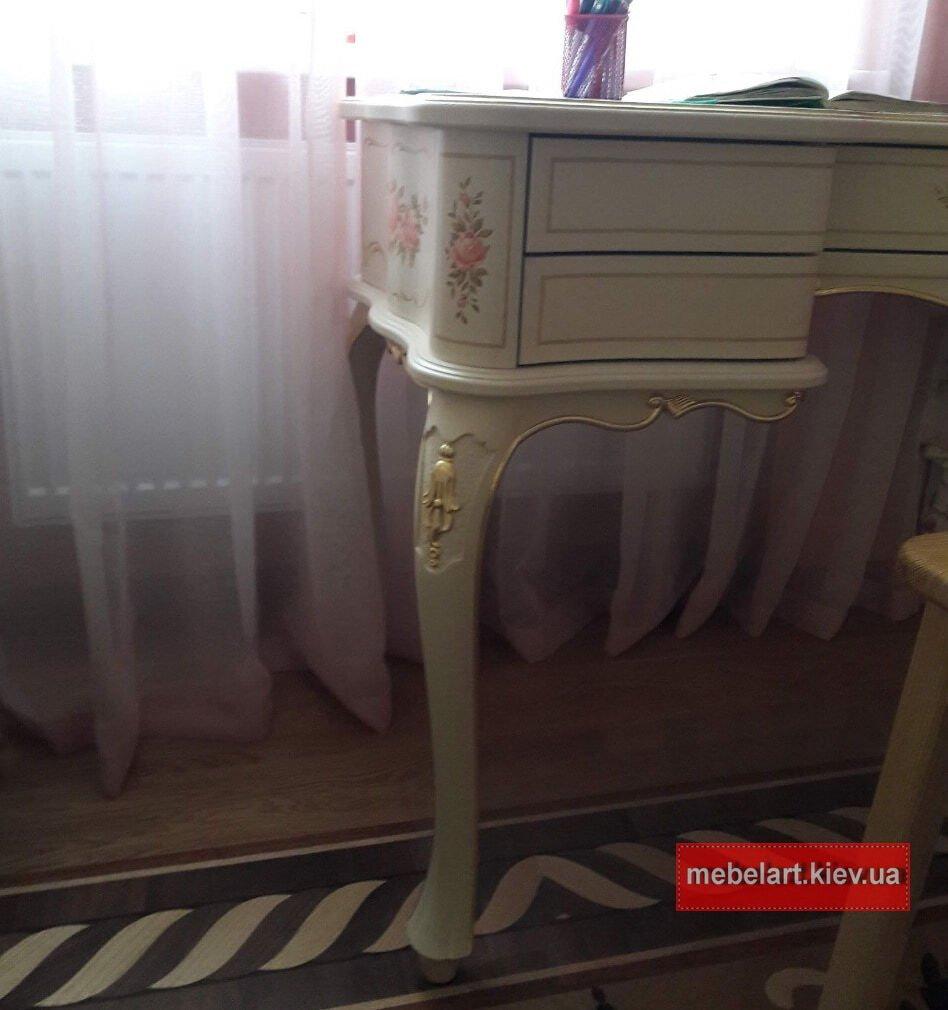 классический деревянный стол ренесанс