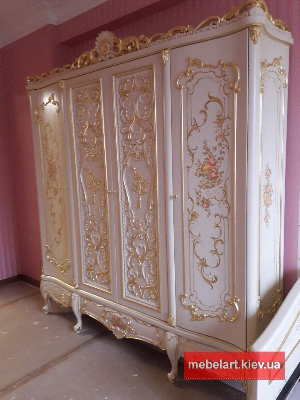дорогой деревянный шкаф